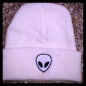Accessories - Alien hat in white