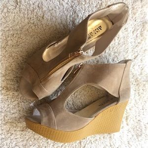 Shoes - Tan Zip Up Glitter Wedges