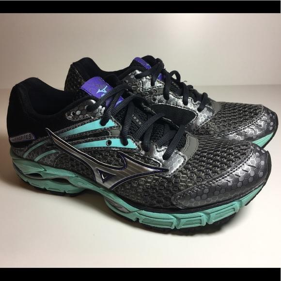 e193d1663617 Mizuno Women Wave Inspire Running Shoe Gray 8 wide.  M 591120ef6a58306a97025921