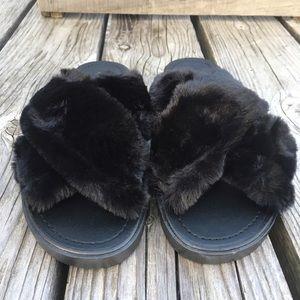 💫5⃣🌟Criss-Cross Soft Furry Black Slides! NEW! 💫