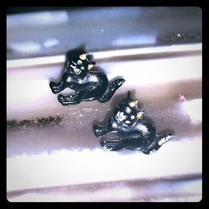 FOR THE GOTH BEAUTY...  Black Cat Earrings Studs