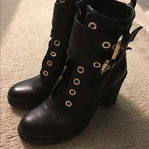 Guess high heels ankle booties