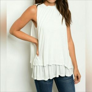 Threadzwear Tops - 🐝NEW! White Layered Tank🐝