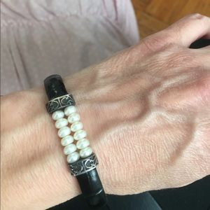 Genuine leather blk band w pearls🌺