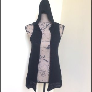 MAURICES BLACK HOODED SWEATER KNIT VEST