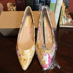 BELLE MARIE ANGIE YELLOW FLORAL FLATS. SIZE 5.5