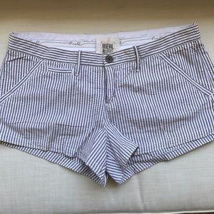 Ruehl No. 925 Pants - Ruehl beige seersucker shorts