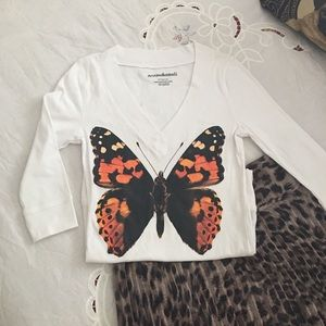 V neck butterfly t! A one hundred 💯 cotton top!
