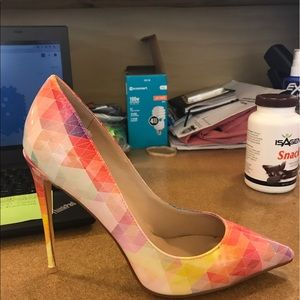 Pointy toe multicolored pumps
