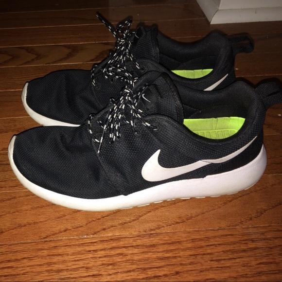081a3cfeb9d7 boys nike flex experience green. black and white roshe runs size 7
