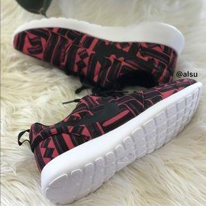 Nike Shoes - Nike Roshe One Print W