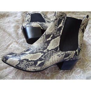 7fb4edce6fa914 Sam Edelman Shoes - 10 Sam Edelman reesa snakeskin boots NEW