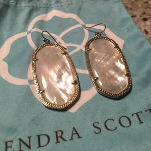 Kendra Scott Danielle- mother of pearl