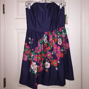 Lilly NWT navy strapless dress!