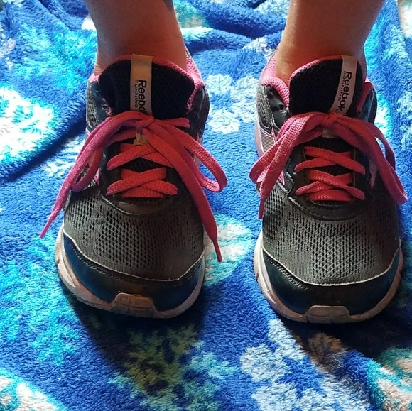 Redbox Tennis Shoes