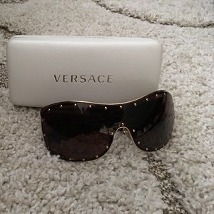 c7b7b47127 Versace Accessories - Versace Rock Icon Medusa Studded Shield Sunglasses