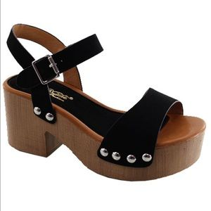 Ladies cut out single band ankle buckle sandals