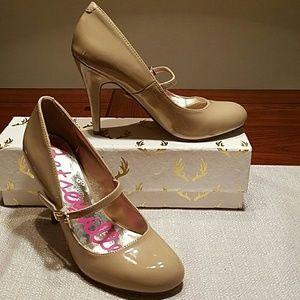 Betsey Johnson Shoes - 🆒🎁 NWOT Betsyville Patent Mary Jane Pump