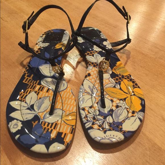 95c49dd22f04f Tory Burch Emmy Logo Thong Sandal Floral design. M 591230d86802786eba018280