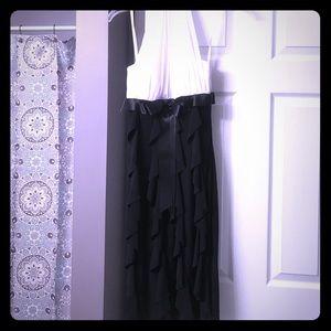 Betsy & Adam Dresses & Skirts - Black and white ruffled bottom dress