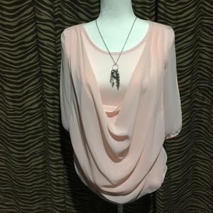 Tops - 🎀SALE🎀Pale pink top with open arm