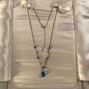 Jewelry - Gorgeous 10k white gold necklace