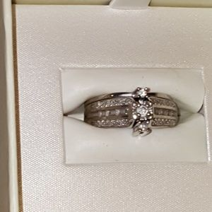 Diamonds rings set 14k white gold.