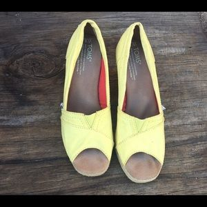 Toms yellow open toe wedges