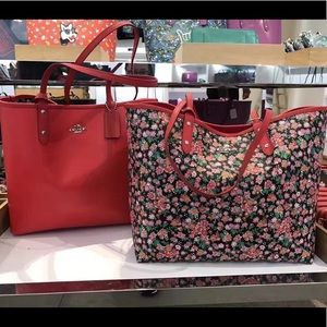 NWT Coach reversible L tote with detachable pouch