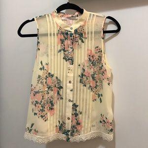 Sleeveless floral print blouse