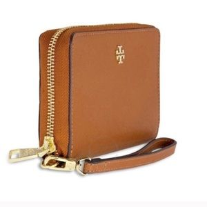 Tory Burch Handbags - NWT 💯 Tory Burch wristlet 💕