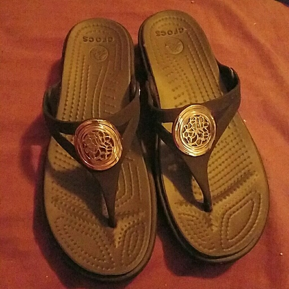 7f7343291f7b CROCS Shoes - Croct thong sandals w  small wedge heel never worn