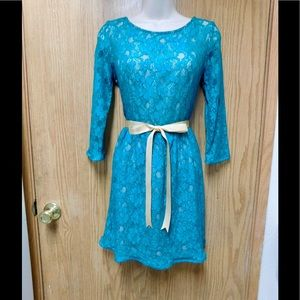 French Connection Dresses & Skirts - Chic Green Lace Dress W/2 Belts - Lined