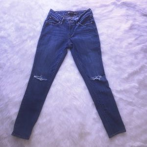 Levi's Pants - Bold curve Distressed Levi denim jeans!