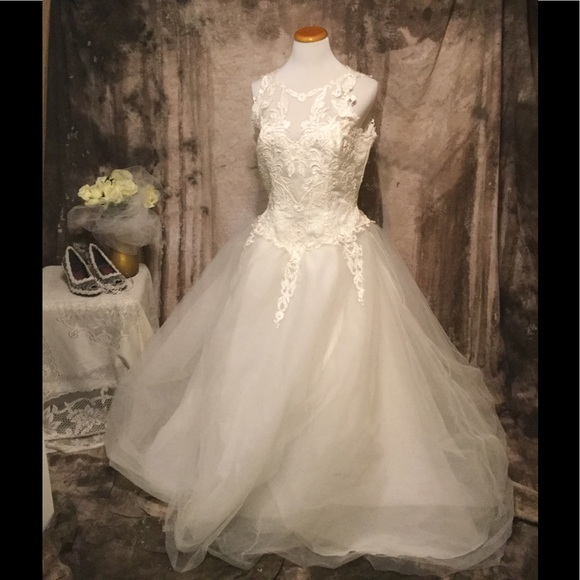 Gloria vanderbilt fairytale princess ivory wedding dress for Gloria vanderbilt wedding dress