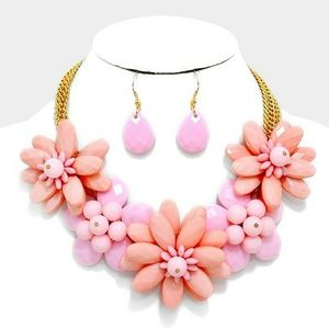 Jewelry - Beautiful Flower Necklace