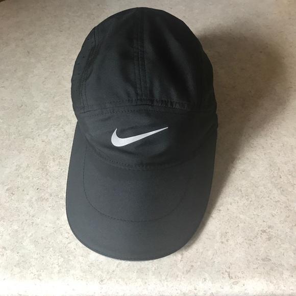15a0f689a40 Nike women s tailwind Dri-fit cap OS NWOT. M 591333642de51214e0006e35