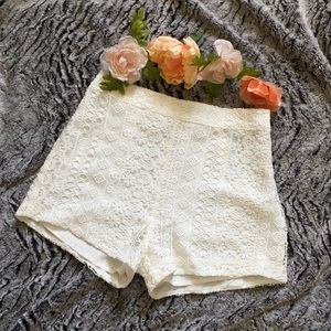 Hollister Pants - 🎉HP Top Trends🎉 Hollister cream lace shorts