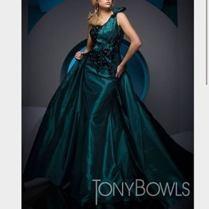 Tony Bowls Dresses & Skirts - Tony Bowls Evening Gown