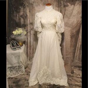 Dresses & Skirts - Vintage Ivory Wedding Dress