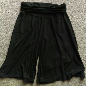 Old Navy Pants - NWOT! Maternity Gaucho Pants