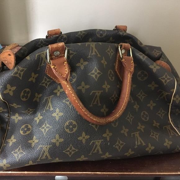 1372b0654e7e Louis Vuitton Handbags - Louis Vuitton wore a couple times