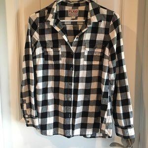 Old navy black and white buffalo plaid shirt