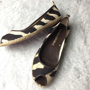 Banana Republic peep toe flats