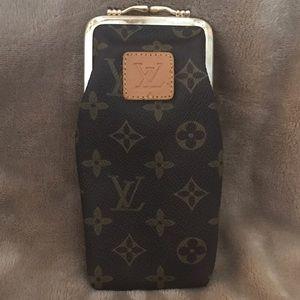 Louis Vuitton Handbags - Louis Vuitton sunglasses case