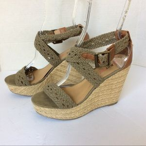 JustFab Shoes - Justfab green espadrilles wedges fabric sz8