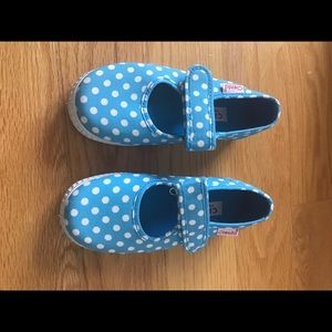 Cienta Other - Size 27/9 Ciento Blue and white polka dot shoes