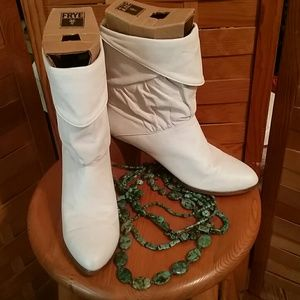 VINTAGE FRYE CUFFED BOOTS IVORY LEATHER SZ 9