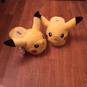 Bioworld Shoes - Pikachu Pokemon slippers