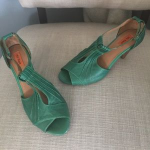 NWT Miz Mooz green leather sandals